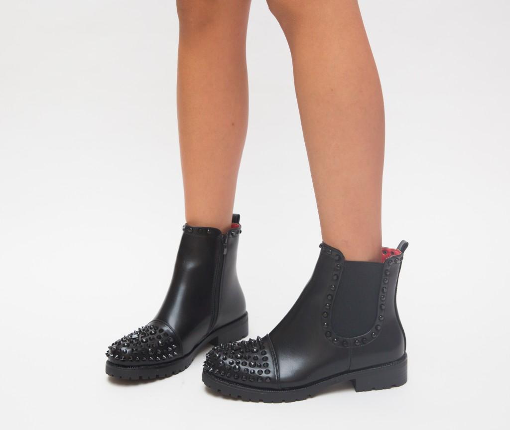 Ghete moderne cu insertii metalice la moda negre de fete