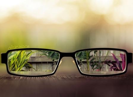 3 besar optik lensa kacamata terbaik di Indonesia  5f9c37c259