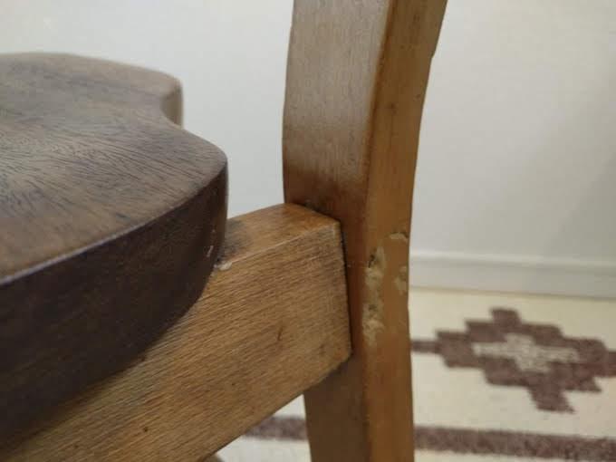 補修剤を注入する椅子の接合部