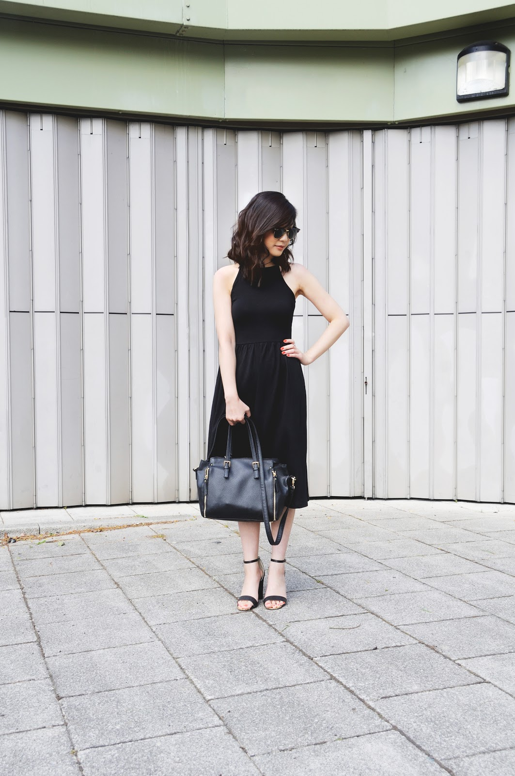 how to style 90s style black dress