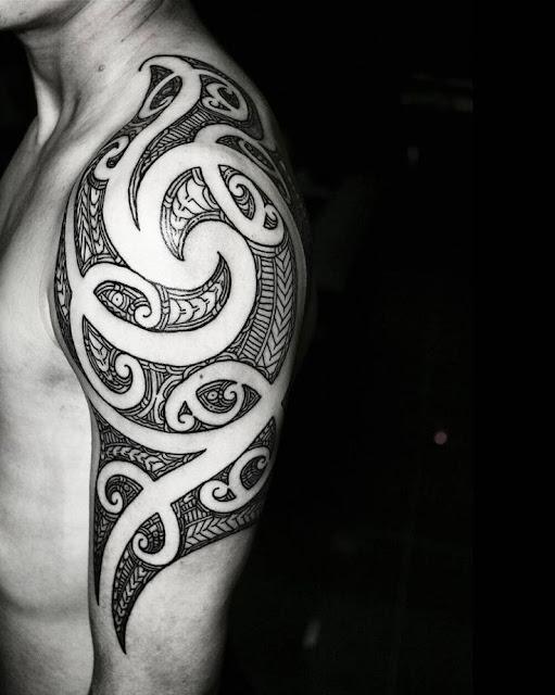 Hình xăm hoa văn ở bắp tay đẹp và đơn giản cho nam