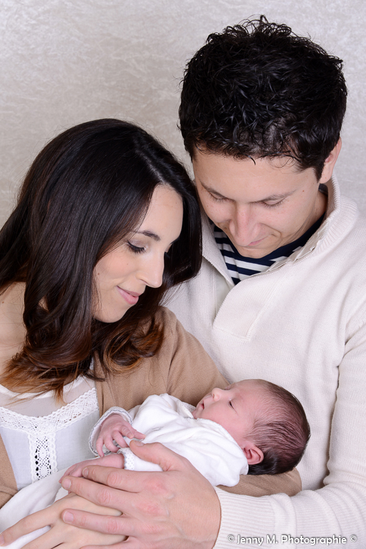 portrait maman bébé et papa pause tendresse douceur