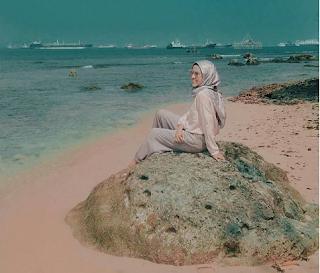Merupakan Pulau Indah yang berada di cilegon di wilayah kelurahan Mekarsari pulo Merak kota cilegon. untuk menikmati keindahan alam pulau merak