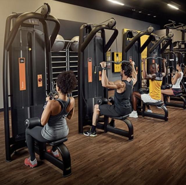 Área de musculación en el gym smartfit