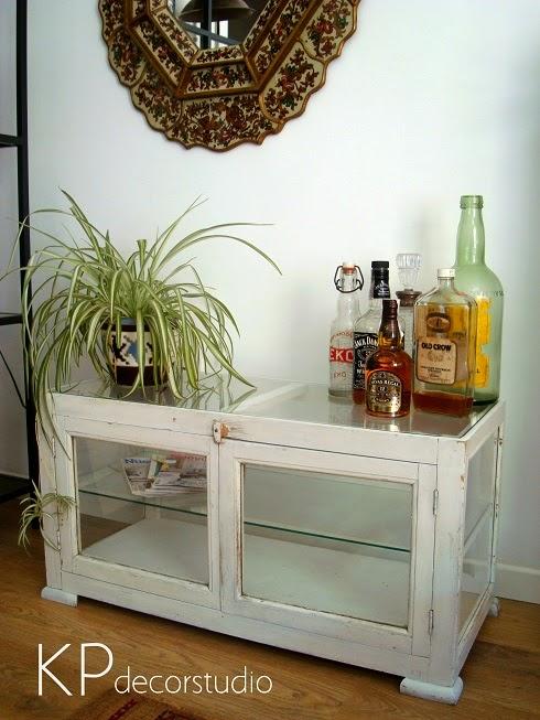 Decoración estilo rústico y vintage, Mesas antiguas de madera decapada restauradas listas para utilizar.