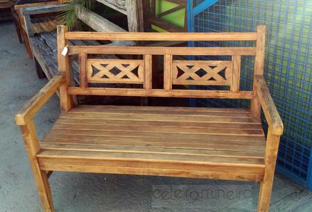 Banco rústico em madeira de demolição com detalhe em x