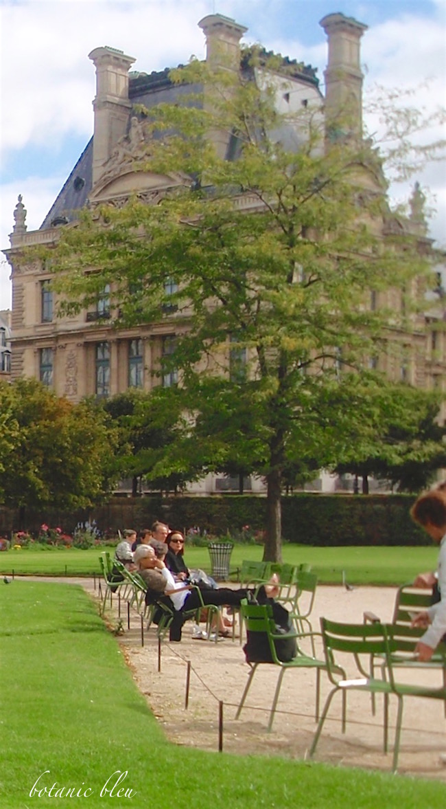 paris-park-chairs-near-the-louvre