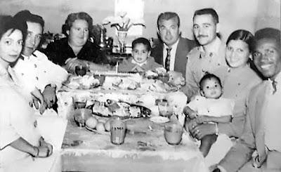 """Ricardo en la """"presentación"""" de un hijo de Mustafá Faradi con familiares y amigos (Foto facilitada por Ben Hogde)"""