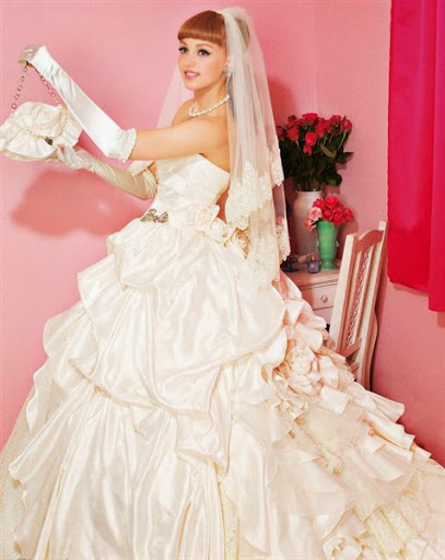 Contoh Baju Gaun Pengantin Model Barbie yang Mewah dan