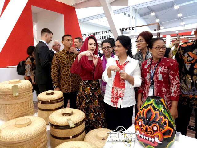 Iriana Joko Widodo Sempatkan Kunjungi Stand Pameran Kabupaten Trenggalek