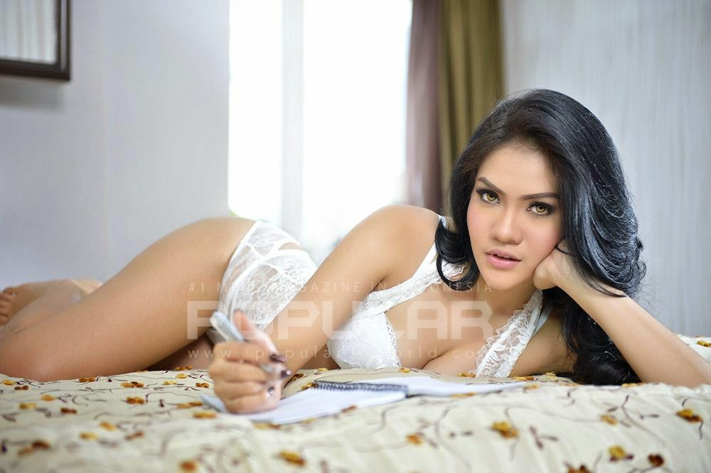 Hot PHoto Anggi Friska In White Lingerie Sexy