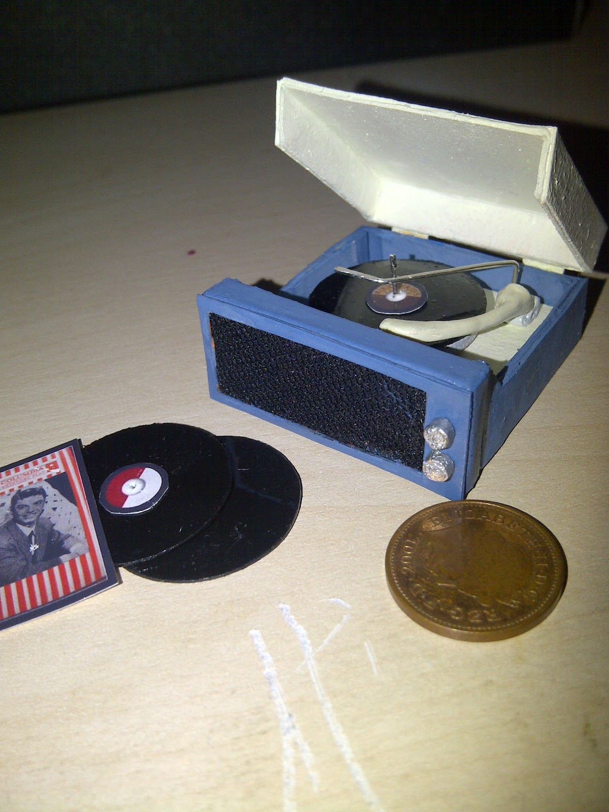 Teeny Tiny Things  Retro Record Player In Miniature 1  12th