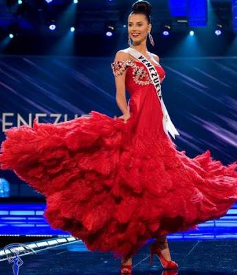 Foto de Miss Venezuela con vestido rojo con mucho vuelo