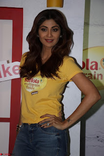 Shilpa Shetty super cute fit in Yellow T Shirt 04.JPG