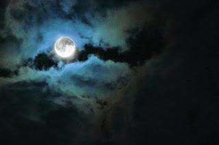 bulan membulat bugil