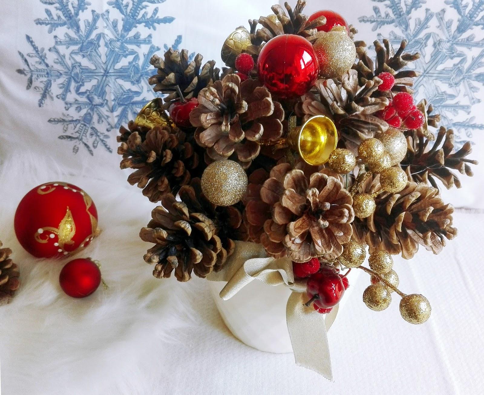 Świąteczny bukiet z szyszek DIY