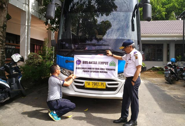 Ada lima unit bus yang akan dioperasikan Dishub Pemko Banjarbaru untuk mengantar jemaah haul ke 14 Guru Sekumpul yang memilih memarkirkan kendaraannya di Lapangan Murjani.