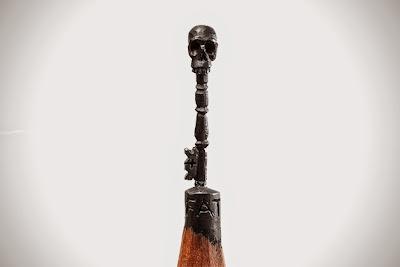 Escultura de calavera en la punta de un lápiz