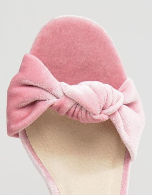Sandalias en rosa quartz de terciopelo marca ASOS