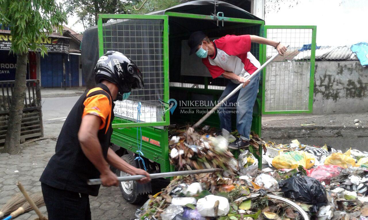 Pastikan Kebersihan Lingkungan, Kelurahan Kebumen Bentuk Saber Pagi