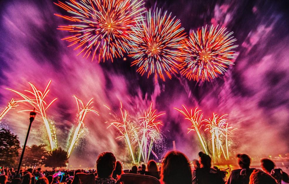 Tips Sederhana Memotret Pesta Kembang Api pada Acara Tahun Baru stunning