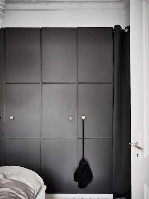 dulap negru in dormitor