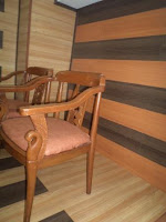 aplikasi lantai kayu laminasi pada desain interior