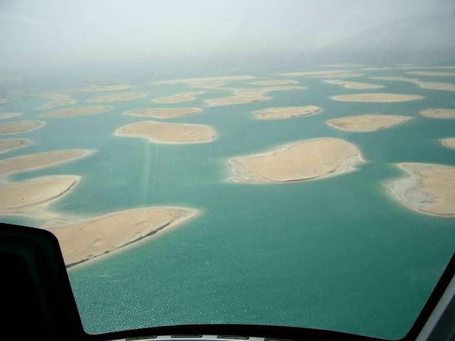 ヘリコプターから、ドバイのザ・ワールドの眺め