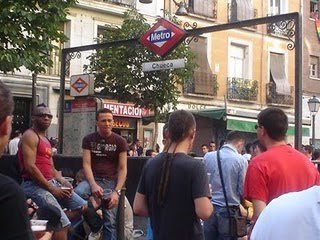 Cacerolada en Chueca contra la prohibición de actuaciones musicales en las fiestas del Orgullo Gay 2011