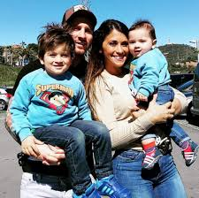 Antonella Roccuzzo Family Husband Son Daughter Father Mother Age Height Biography Profile Wedding Photos