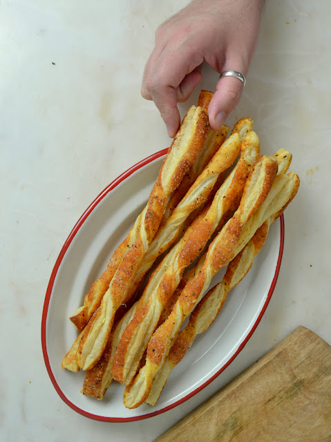Palitos de queso con hojaldre faciles ¡ y super crujientes!