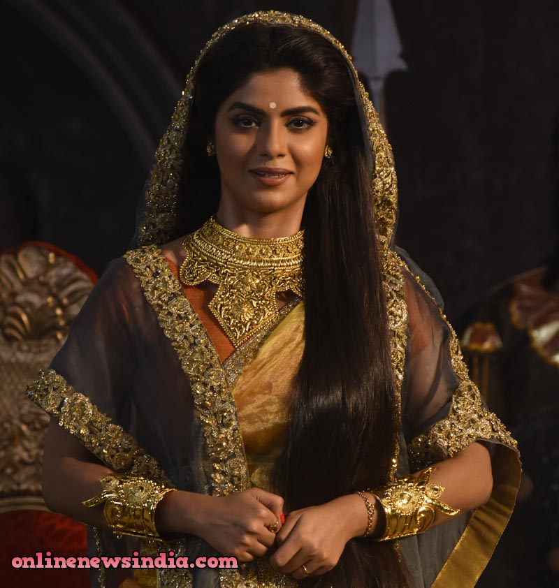 Sayantani Ghosh as Kunti in StarPlus upcoming show KarnSangini