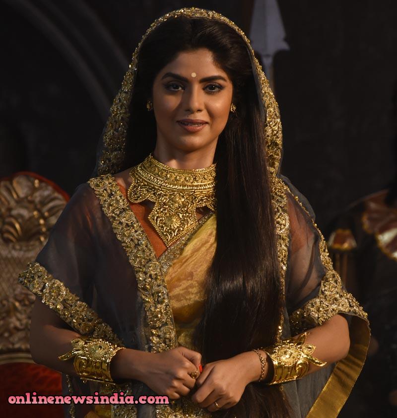 Sayantani Ghosh as Kunti in StarPlus upcoming show KarnSangini