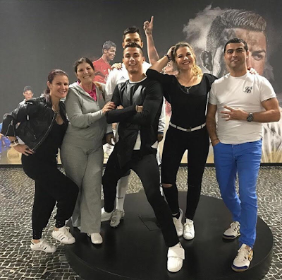 Checkout Cristiano Ronaldo's Family As They Pose To Celebrate Christmas
