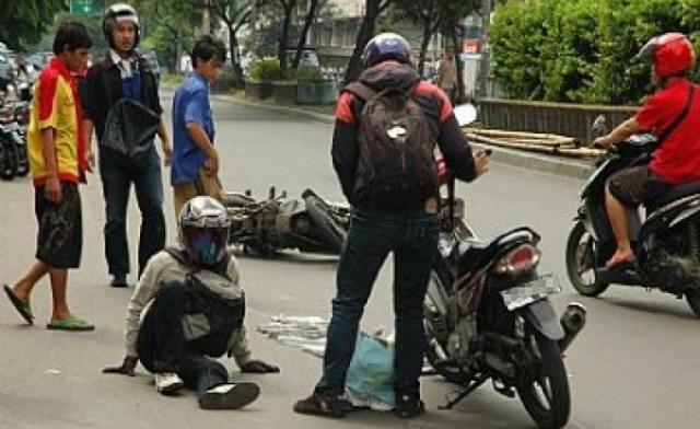 Masih kurangnya pemahaman dan kepatuhan pengendara pada peraturan lalu lintas menjadi faktor utama masih banyaknya kasus kecelakaan di Banjarbaru. Dalam setahun, tercatat sedikitnya seratus kasus kecelakaan lalu lintas terjadi di Banjarbaru.