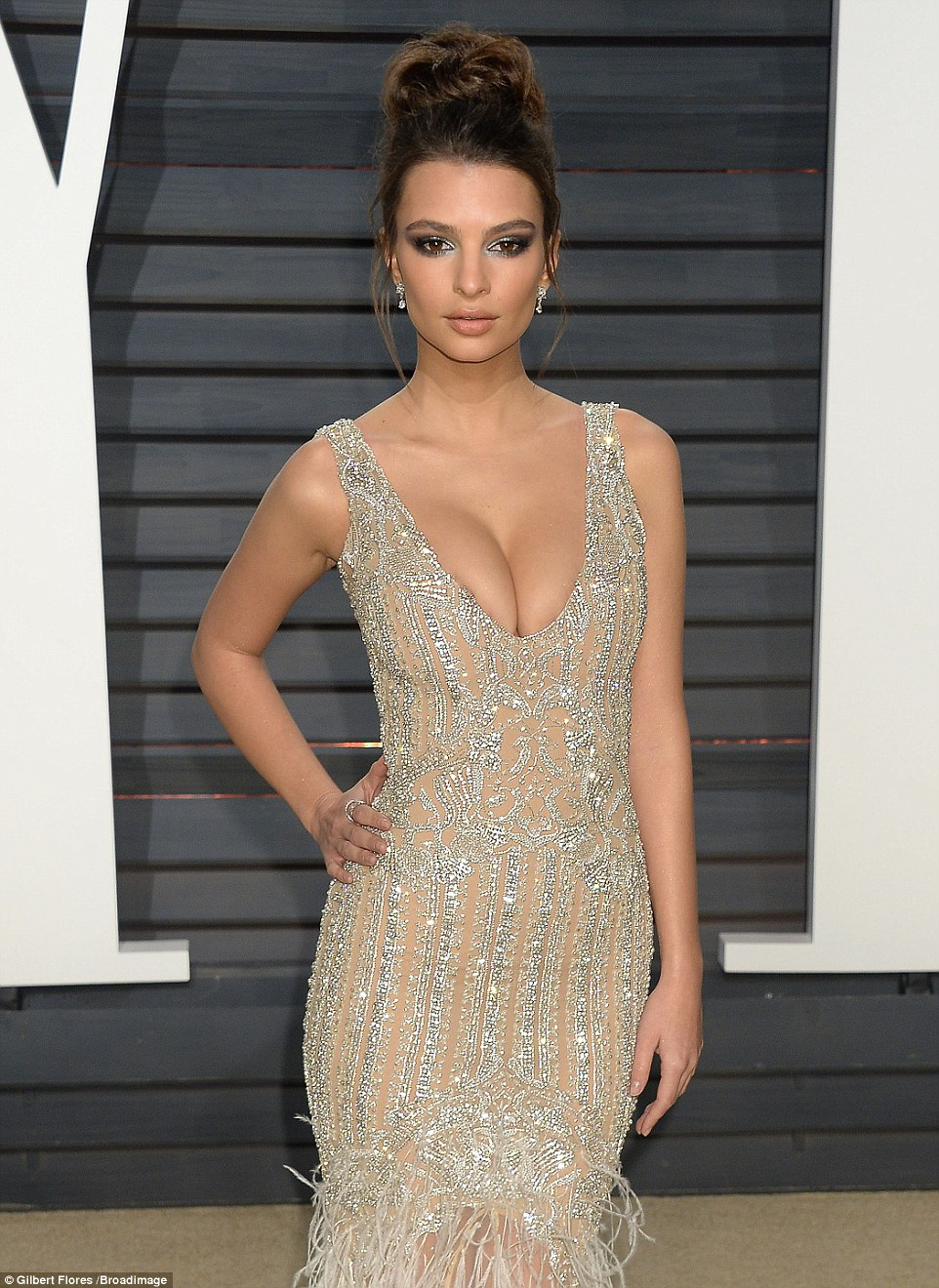 Emily Ratajkowski goes busty at the 2017 Vanity Fair Oscar Party