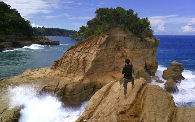 Pantai Pathok Gebang Tulungagung