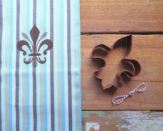 https://www.etsy.com/listing/386891724/gift-set-fleur-de-lis-silk-screened?ref=shop_home_active_1