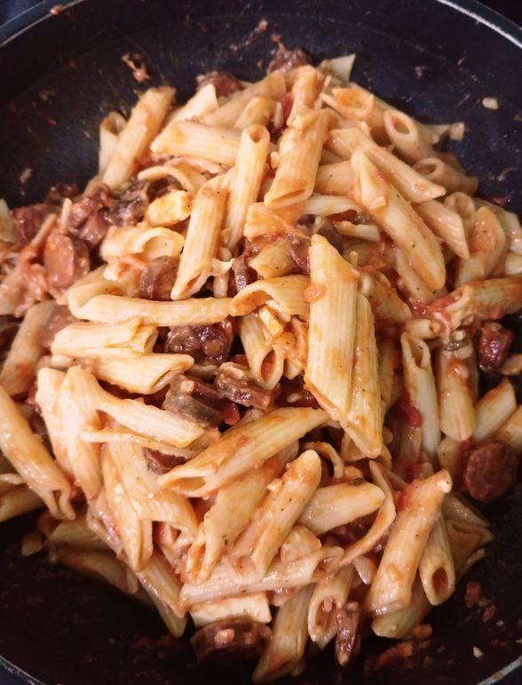 easy and delicious chorizo and tomato pasta