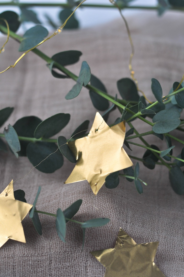 easy-peasy DIY Stars Garland, a great DIY with kids, too