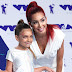 Sophia Laurent Abraham e Farrah Abraham marcam presença no MTV Video Music Awards 2017 no The Forum em Inglewood, Califórnia - 27/08/2017