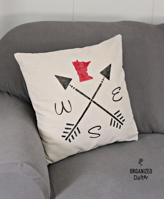 Stenciled Minnesota Pride Arrow Pillow #upnorthdecor #Minnesotadecor #stencil #pillowcover
