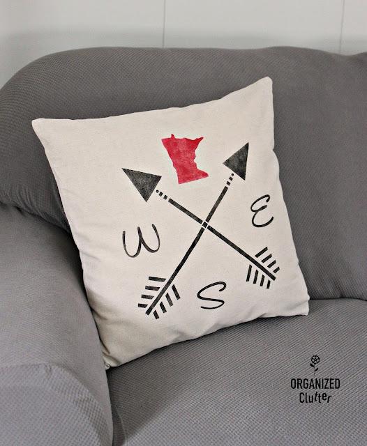 Stenciled Minnesota Pride Arrow Pillow #upnorthdecor #Minnesotadecor #stencil #pillowcover