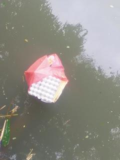 Warga Keluhkan Buang Sampah Sembarang di Sungai Rabadompu