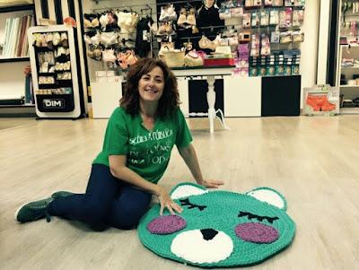 alfombra de trapillo a crochet oso