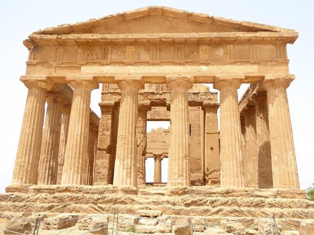 il tempio della concordia visto frontalmente