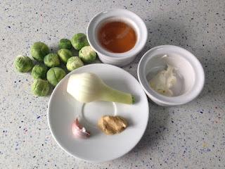 Ingredientes coles de Bruselas estofadas