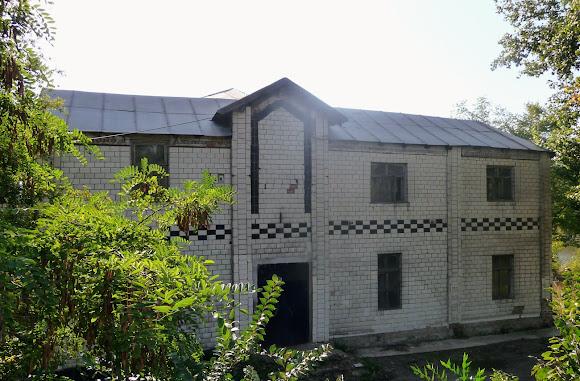 Костянтинівка. Занедбаний будинок бельгійської архітектури. Колишній пологовий будинок. Поч. 20 в.