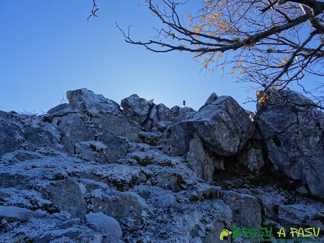 Llegando a la cima de la Peña Llagarello