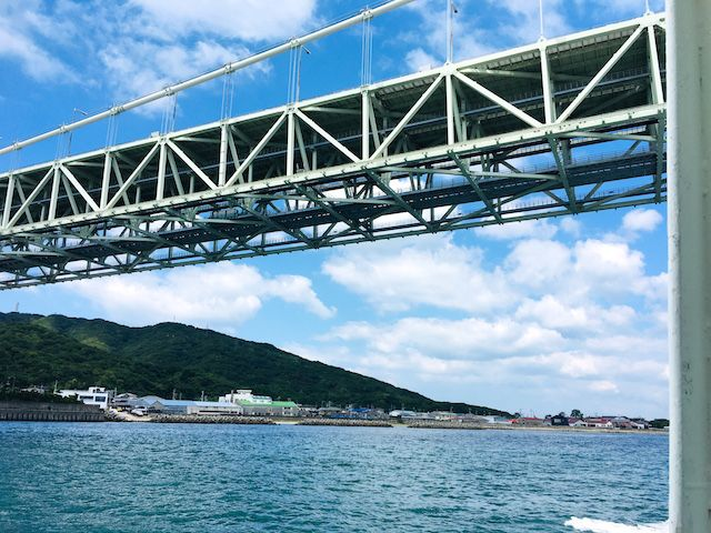 ジェノバラインでくぐる明石海峡大橋